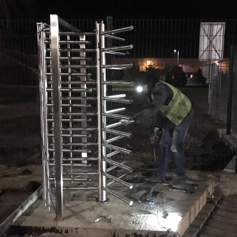 Монтаж полноростового турникета в городе Нововолынск