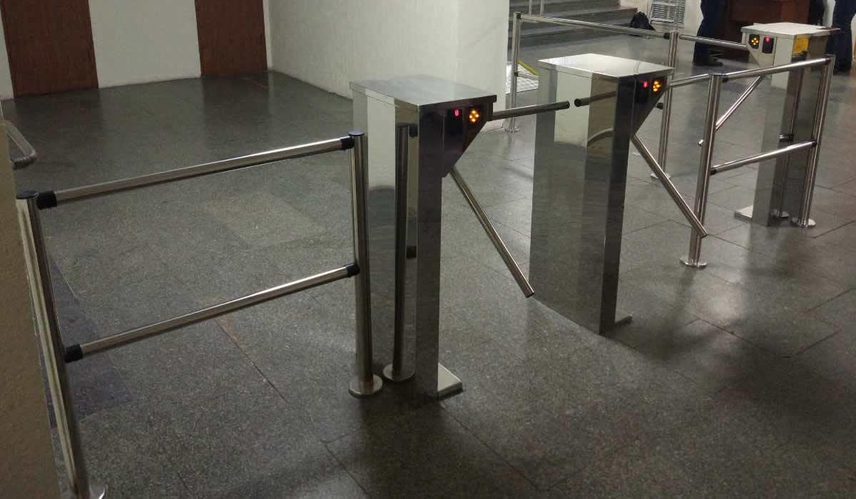 Установка системы контроля доступа в Киеве